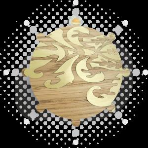 Gravure et incrustation de laiton dans du chêne